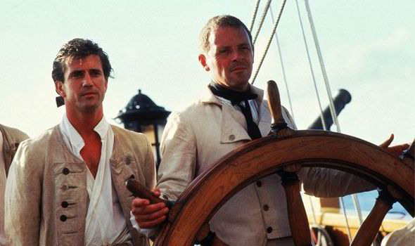 "Kadr z filmu ""The Bounty"". Mel Gibson jako Fletcher Christian oraz Anthony Hopkins jako kapitan Bligh."